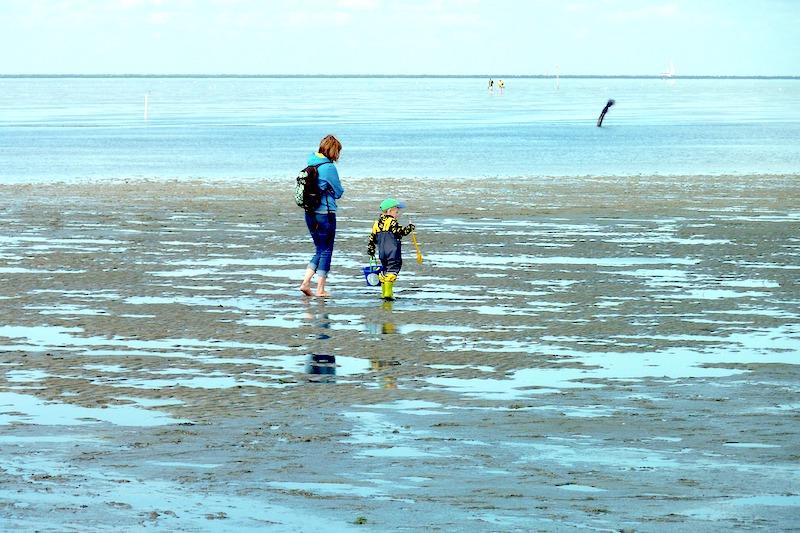 Wattwanderung beim Familienurlaub in Cuxhaven