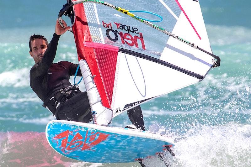 Windsurfen als beliebter Wassersport in Cuxhaven