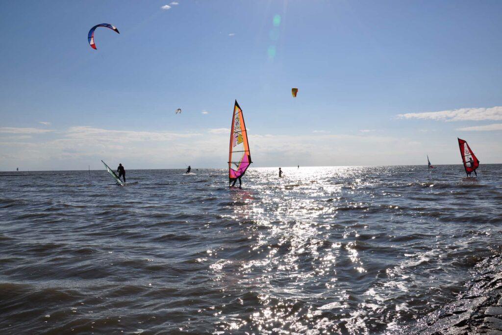 Windsurfer auf der Nordsee bei Cuxhaven